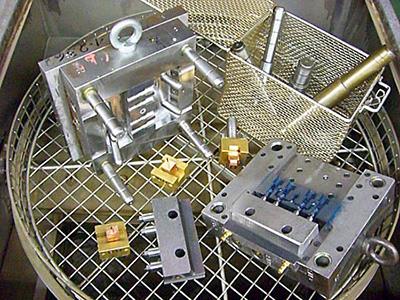 Reinigung und Pflege von metallischen Bauteilen